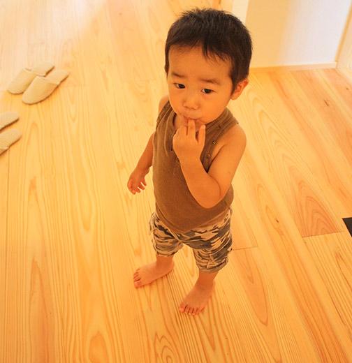 裸足ですごせる床